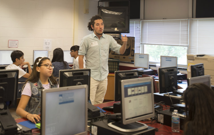 Shipley Owens teaches students about narrative using computers at Stonewall Middle School